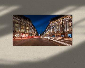 Regent Street in het blauwe uur sur Michael Echteld