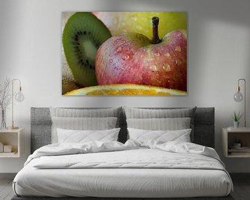 appel met waterdruppels erop van Tiny Hoving-Brands