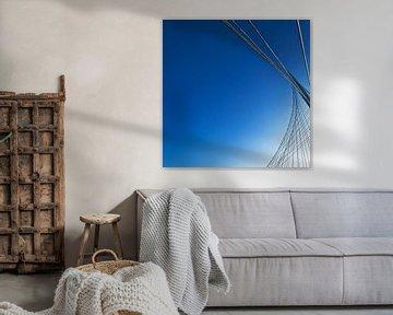 Calatrava-brug tegen blauwe lucht