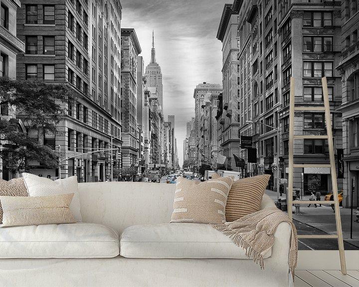 Sfeerimpressie behang: 5th Avenue NYC Verkeer van Melanie Viola