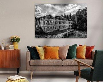 Grand Hotel - Lost Place - verlassener Ort - schwarz / weiß von Carina Buchspies