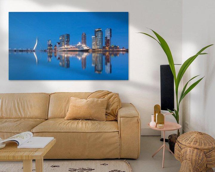 Sfeerimpressie: Cruiseschip de Koningsdam in Rotterdam van Ilya Korzelius