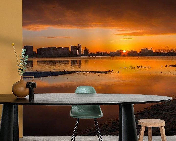 Sfeerimpressie behang: Zonsopkomst Deventer aan de IJssel van Patrick Rodink