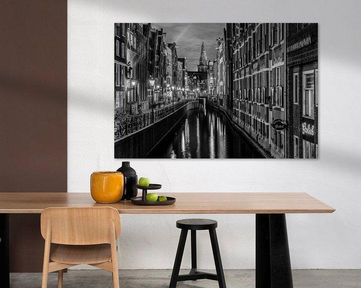 Sfeerimpressie: Amsterdamse gracht in de avond. van Mario Calma