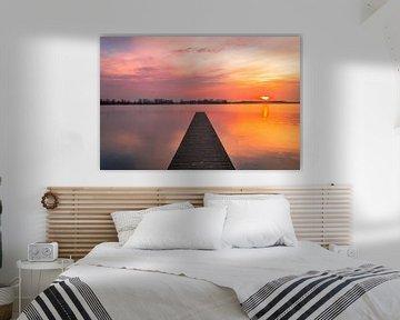 Gouden zonsondergang bij het valkenburgse meer van Richard Steenvoorden
