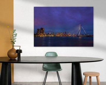 De Erasmusbrug in Rotterdam 's nachts van Richard Steenvoorden