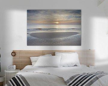 Droogvallende zandbank tijdens zonsondergang op het strand van Julianadorp (1) van Gerben van Dijk