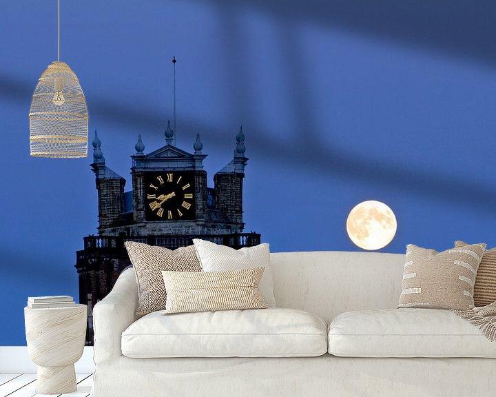 Sfeerimpressie behang: Grote Kerk en volle maan van Jeroen van Alten