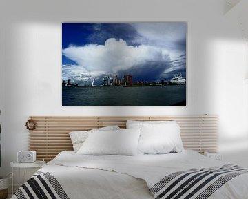 Wolk boven Rotterdam van Rdam Foto Rotterdam