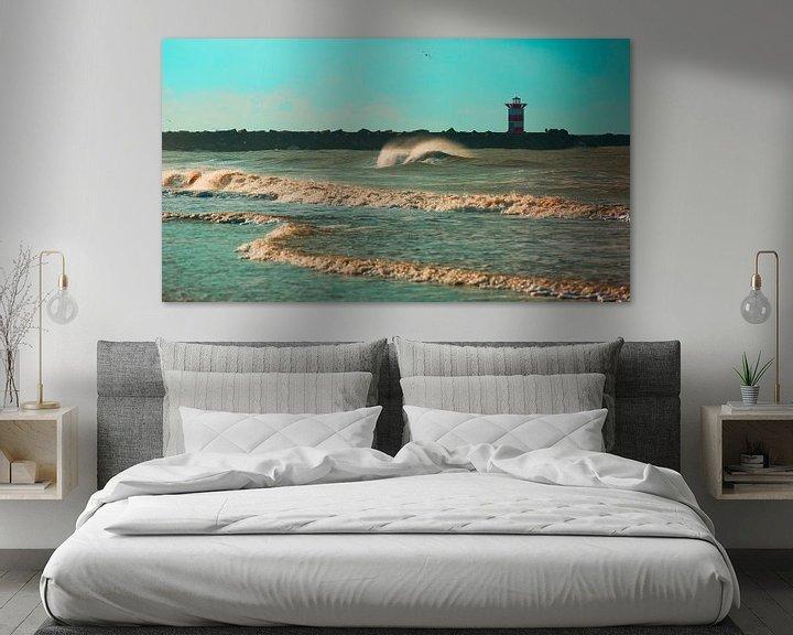 Sfeerimpressie: Golf voor het Scheveningse noorderhavenhoofd blauw van Wen van  Gampelaere