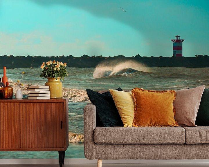 Sfeerimpressie behang: Golf voor het Scheveningse noorderhavenhoofd blauw van Wen van  Gampelaere