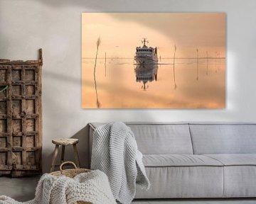 Schiff bei Windstille am Meer von Annette Sturm