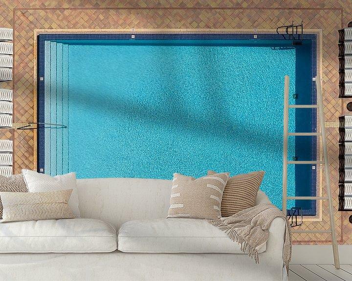 Sfeerimpressie behang: Zwembad aan de muur van Mark den Hartog