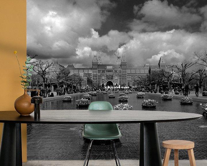 Sfeerimpressie behang: Amsterdam Museumplein met tulpen van Marianna Pobedimova