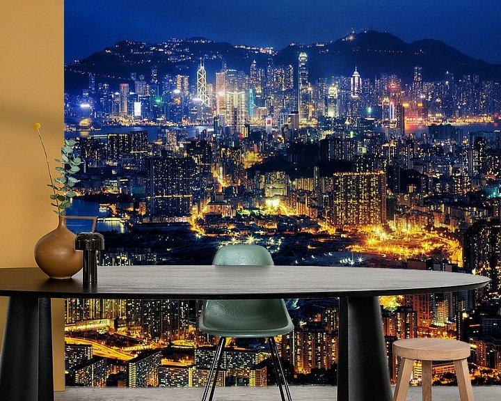 Sfeerimpressie behang: Hong Kong at Night van Cho Tang