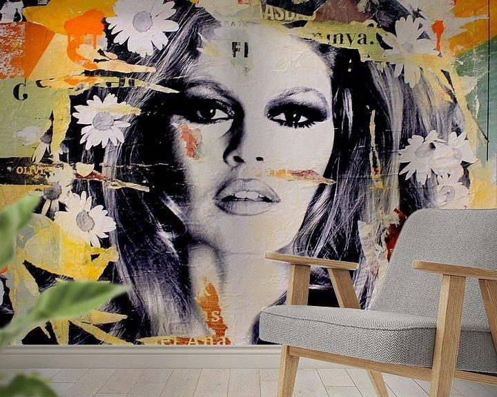 Sfeerimpressie behang: She is your friend van Michiel Folkers