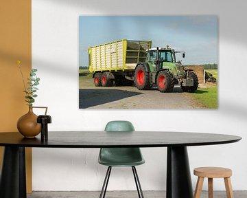 transport van gemaaid gras met tractor en wagen von Tonko Oosterink