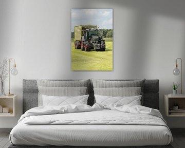 transport van gemaaid gras met tractor en wagen sur Tonko Oosterink