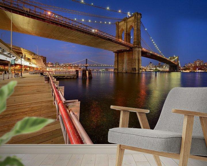 Beispiel fototapete: Brooklyn Bridge in New York over de East River in de avond von Merijn van der Vliet
