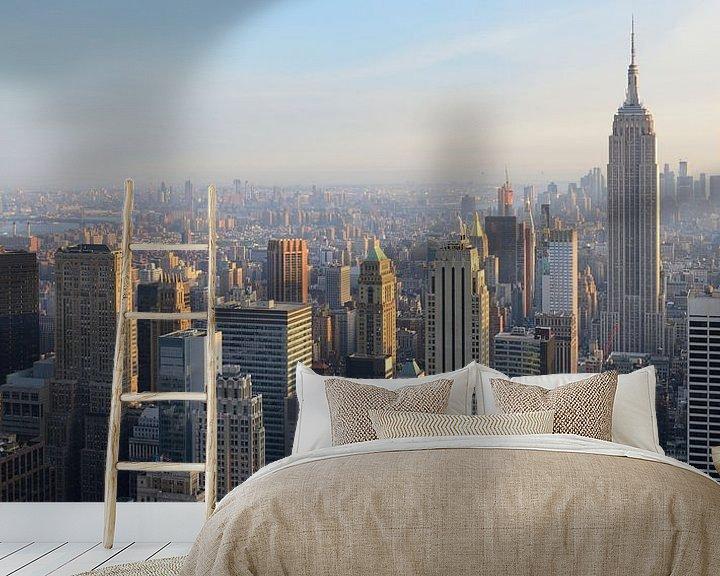 Sfeerimpressie behang: Manhattan New York met het Empire State Building voor zonsondergang, panorama van Merijn van der Vliet