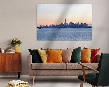 Manhattan skyline in New York gezien vanaf Staten Island bij zonsopkomst van Merijn van der Vliet
