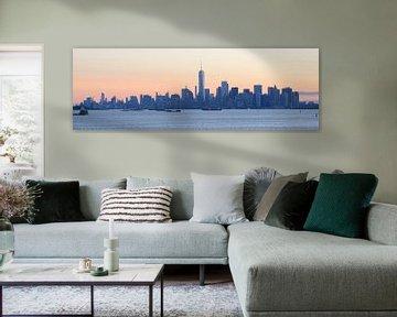 Manhattan skyline in New York gezien vanaf Staten Island bij zonsopkomst, panorama sur Merijn van der Vliet