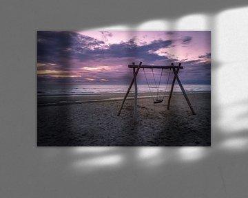 Schommelen aan zee van Richard Steenvoorden