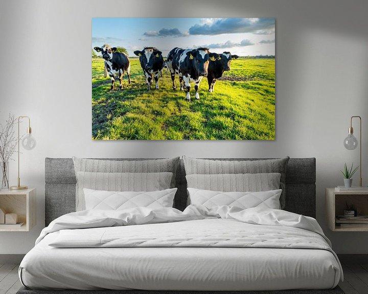 Sfeerimpressie: Koeien in typisch Nederlands landschap van Dennis Kuzee
