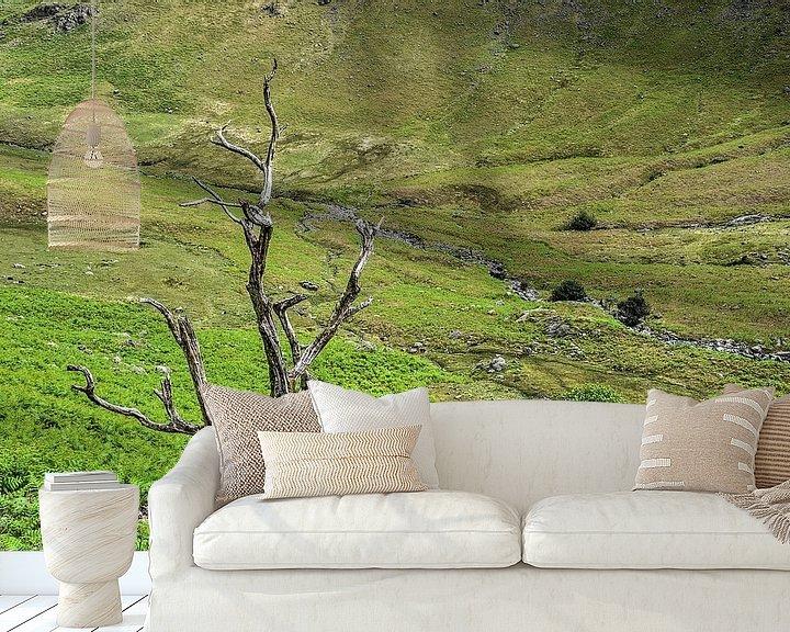 Sfeerimpressie behang: Twee bomen van Frans Blok