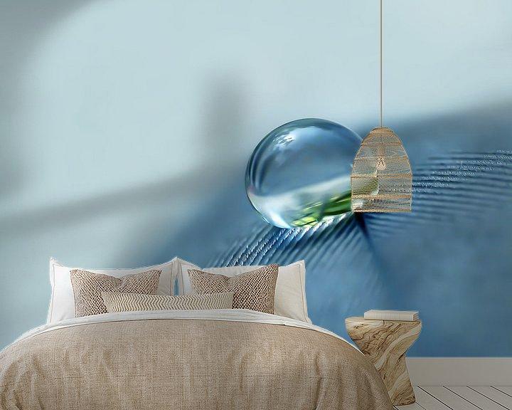 Sfeerimpressie behang: Denim Droplet (Druppel in Denim) van Caroline Lichthart