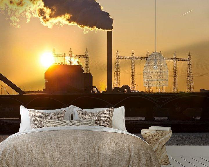 Sfeerimpressie behang: Zonsondergang bij de Electrabel centrale 1 te Nijmegen van Anton de Zeeuw