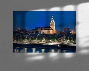 Nachtfoto St. Stevenskerk te Nijmegen