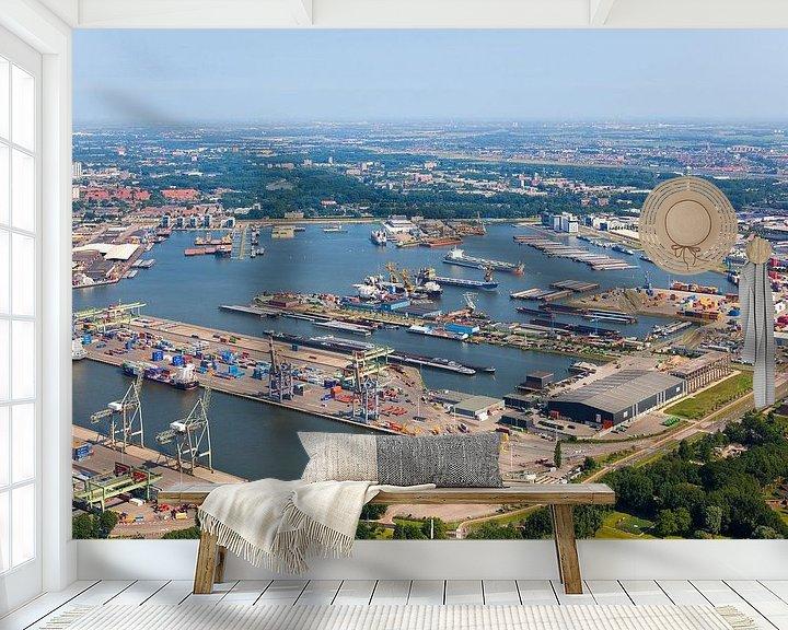 Sfeerimpressie behang: Luchtfoto Waalhaven te Rotterdam van Anton de Zeeuw