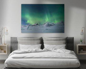 Landschaft von Noorderlicht und Haus in Finnland von Hans Kluppel