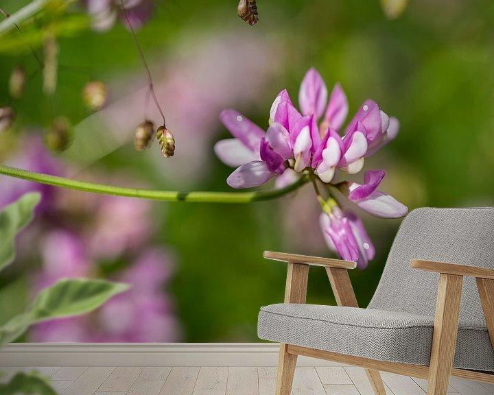 Sfeerimpressie behang: coronila varia in botanical garden van Compuinfoto .