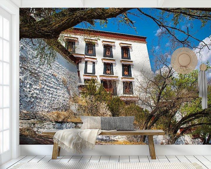 Sfeerimpressie behang: Potala paleis in Lhasa, Tibet van Rietje Bulthuis