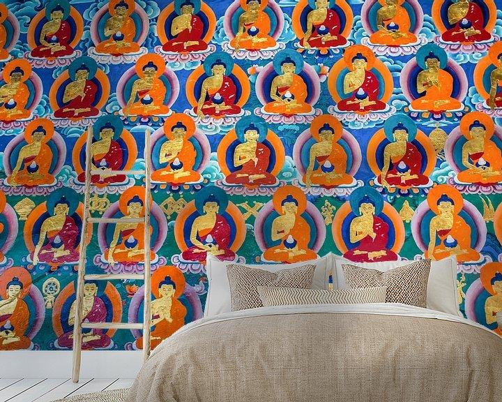 Sfeerimpressie behang: Muurschildering met boeddha's in Tibetaans klooster van Rietje Bulthuis
