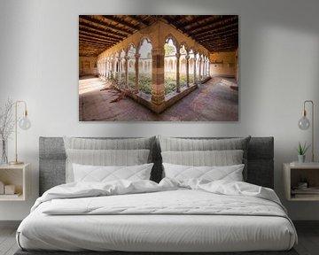 Hof eines Klosters, Frankreich von Roman Robroek