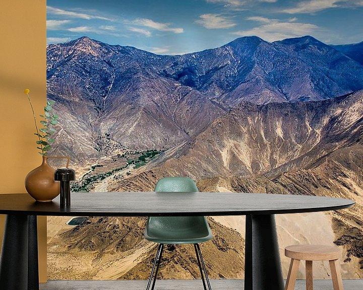 Sfeerimpressie behang: Het Tibetaans hoogland gezien vanuit de lucht van Rietje Bulthuis