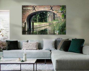 De Brigittenbrug in Utrecht over de Nieuwegracht in kleur. van De Utrechtse Grachten