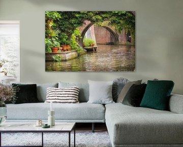 Boogbruggen van de Kromme Nieuwegracht in Utrecht in de zomer
