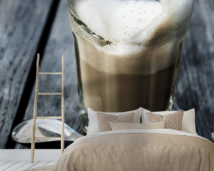 Sfeerimpressie behang: latte macchiato van Norbert Sülzner