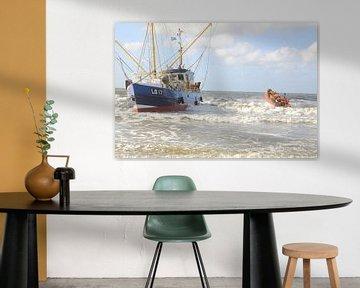 Ameland/Boot am Strand von Rinnie Wijnstra
