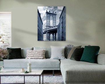 Manhattan Bridge gezien vanaf Brooklyn Backstreet van Ruurd Dankloff