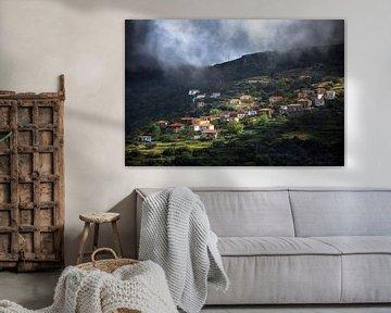 Dorp op berg in Peloponnesos, Griekenland van Ektor Tsolodimos