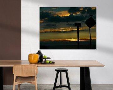 Ondergaande zon aan Haagse kust van Marloes Vissers-Schurman