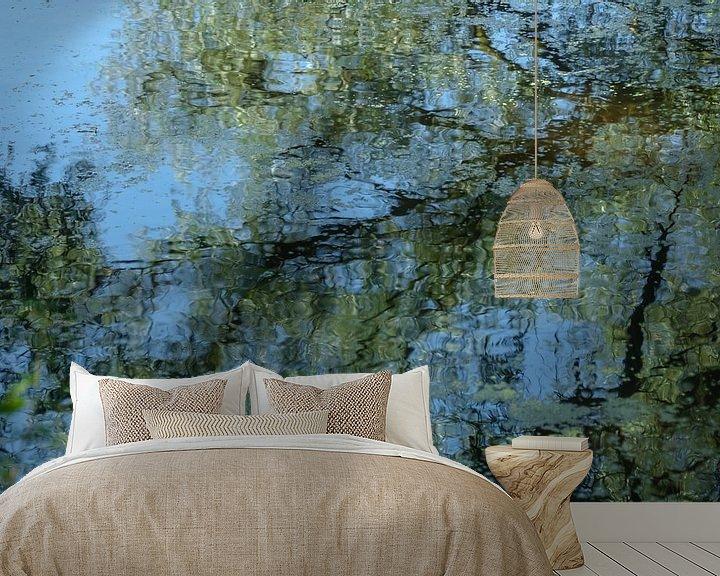 Sfeerimpressie behang: Reflectie op Monet van Aukje Bakker