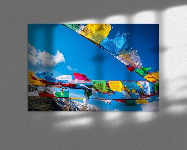 Sfeerimpressie: Wapperende gebedsvlaggen op de Tibetaanse hoogvlakte van Rietje Bulthuis