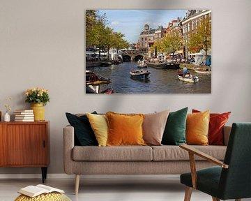 Bootjes en Markt in Leiden van Jan Kranendonk