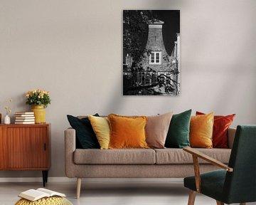 Gevel van Grachtenpand aan de Oudegracht in Utrecht in zwart-wit (2) van De Utrechtse Grachten